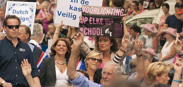 Vera Bergkamp voerde naast de minister van Onderwijs actie voor voorlichting op elke school.
