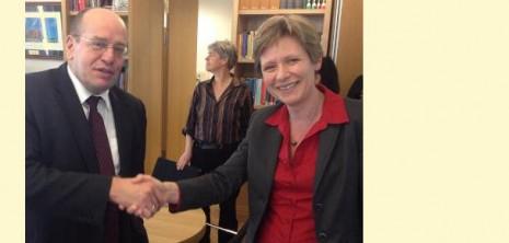 Staatssecretaris Teeven en COC-voorzitter Ineke