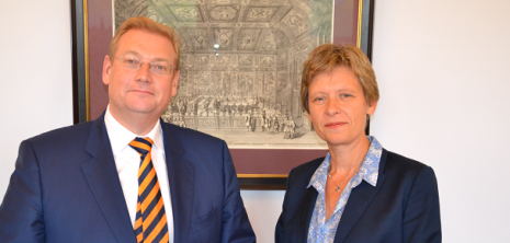 Minister Van der Steur en COC-voorzitter Ineke frontaal - COC NL-Philip Tijsma SMALL