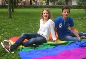 Roos van der Meer en Gijs Vanhooren - initiatiefnemers Coming Out Dag 2015 GOIRLE klein