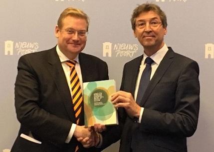 staatscommisie-herijking-ouderschap-eindrapport-presentatie-minister-van-der-steur-en-cievoorzitter-aleid-wolfsen-7-december-2016-pictweet-coc-nl-tanja-ineke