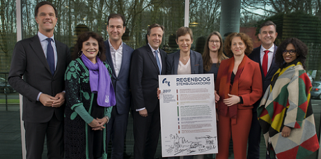 regenboog-stembusakkoord-2017-ondertekenaars-met-coc-vz-tanja-ineke-foto-anja-robertus